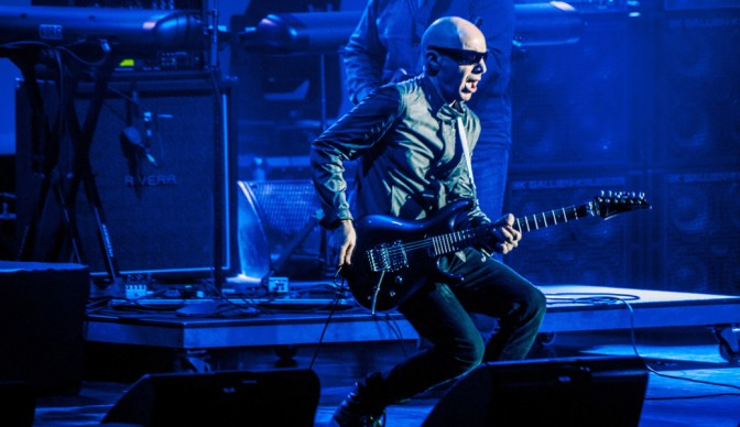 Joe Satriani: On peregrine wings