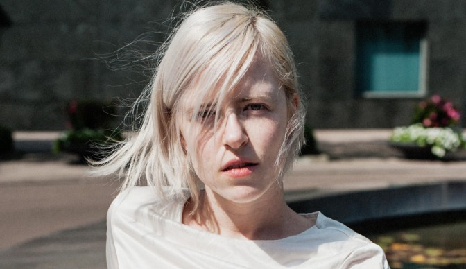 Amber Arcades sharing 'Fading Lines' with London