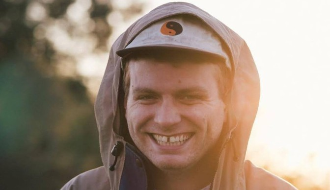Mac DeMarco walking 'This Old Dog' to Brixton